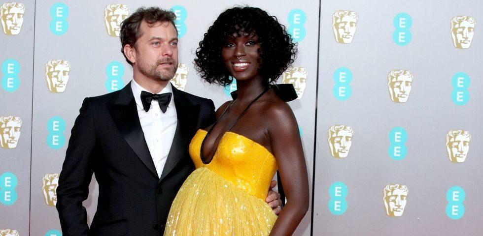 Joshua Jackson aspetta un figlio da Jodie Turner-Smith: la foto dei Bafta