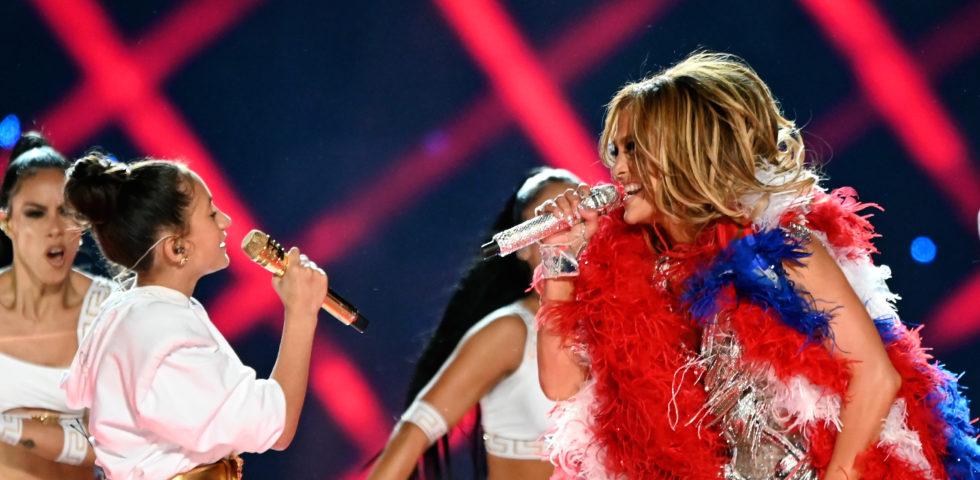 Super Bowl 2020: Jennifer Lopez duetta con la figlia Emme