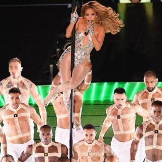 Jennifer Lopez scatenata e in formissima al Super Bowl