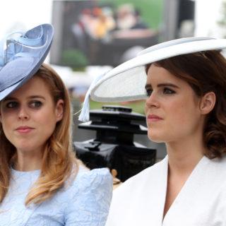 Beatrice e Eugenie prendono il posto di Harry e Meghan