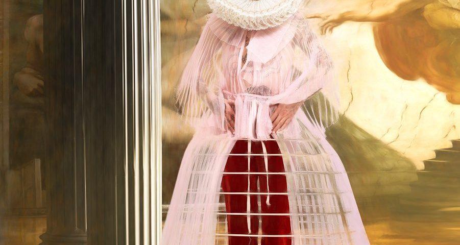 Sanremo 2020: Achille Lauro vestito da Elisabetta I