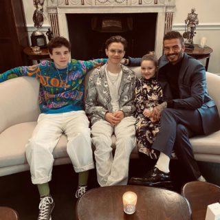 La famiglia Beckham al completo alla sfilata di Victoria