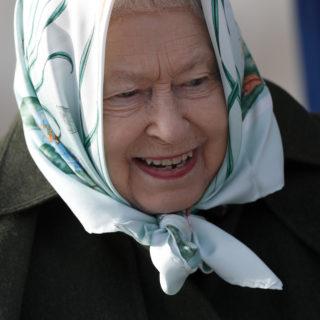 Regina Elisabetta: ecco perché ama i foulard