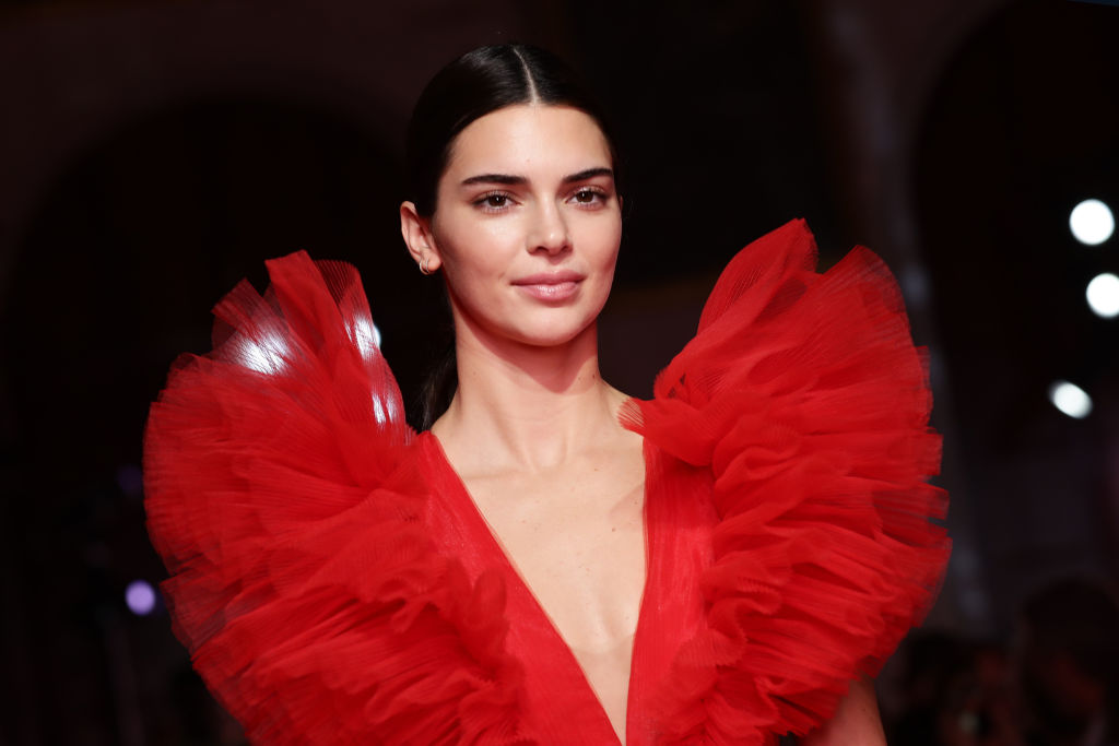 Kendall Jenner posa in topless per Maurizio Cattelan