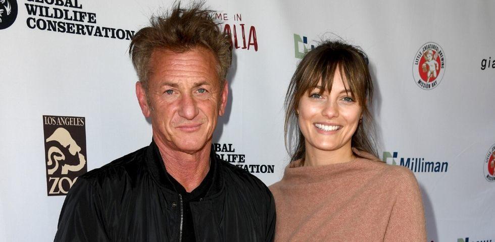 Sean Penn sul red carpet con la giovane fidanzata Leila George