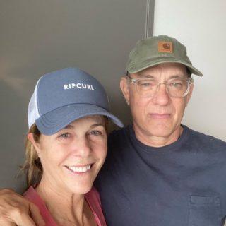 Tom Hanks in isolamento con la moglie rassicura i suoi fan