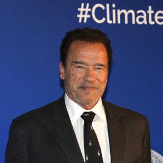 Arnold Schwarzenegger in quarantena con un pony e un asino