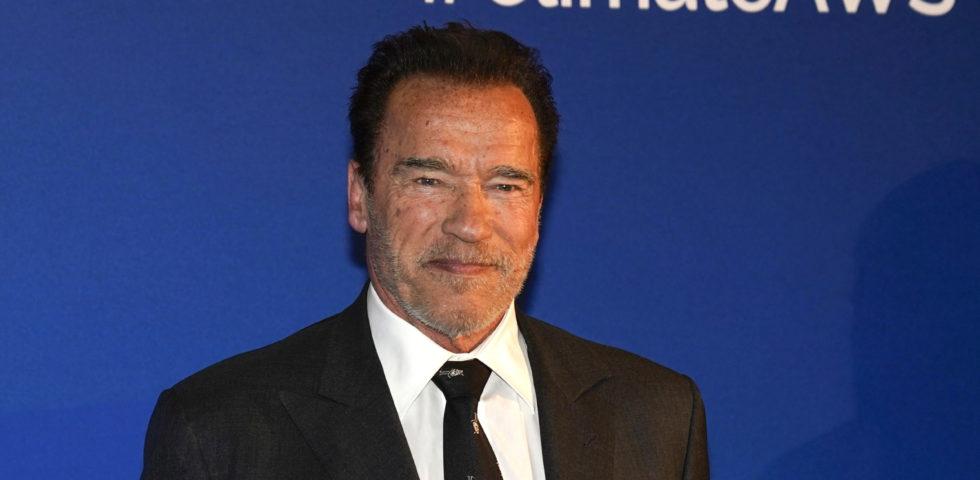 Arnold Schwarzenegger in quarantena volontaria con un pony e un asinello
