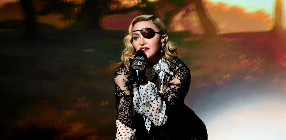 Madonna provoca i fan con uno scatto senza veli su Instagram