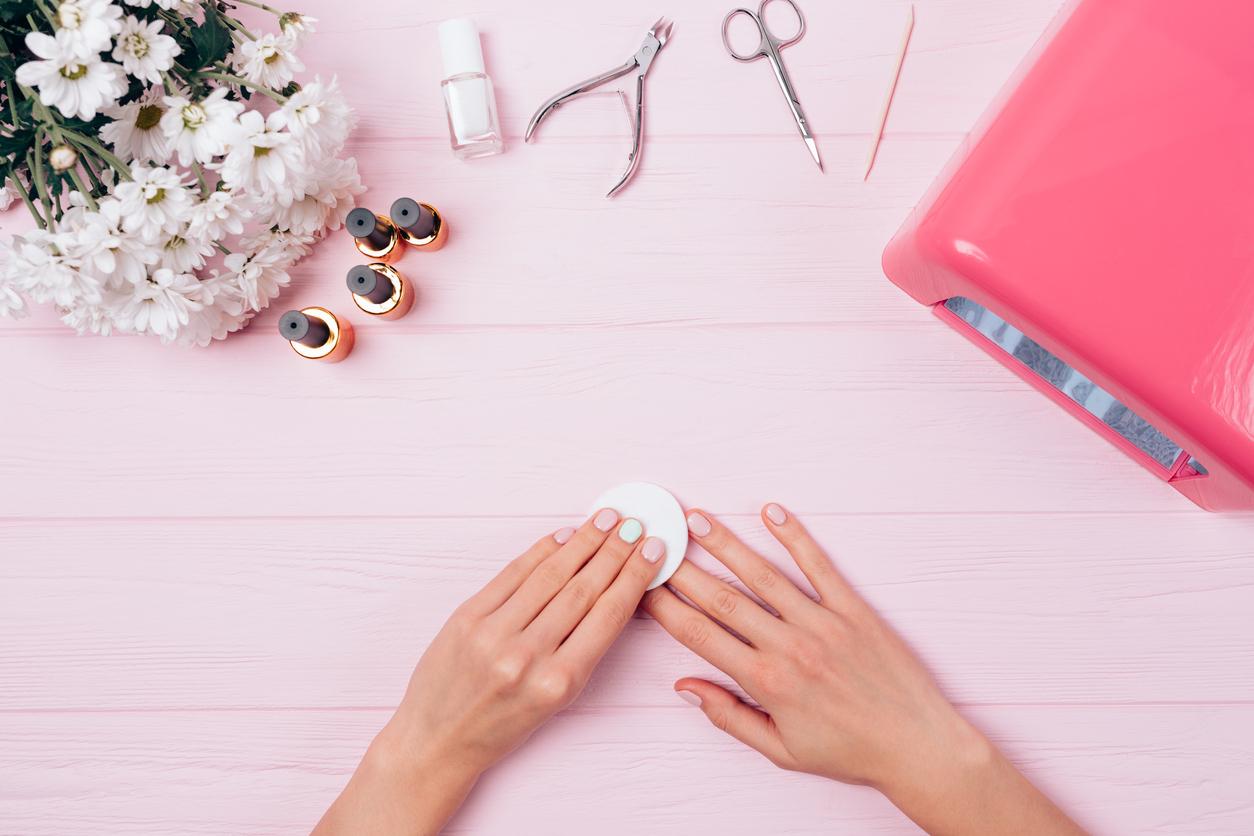 Solvente per unghie (manicure)