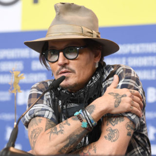Un SMS accusa Johnny Depp: mentì sul taglio del dito?