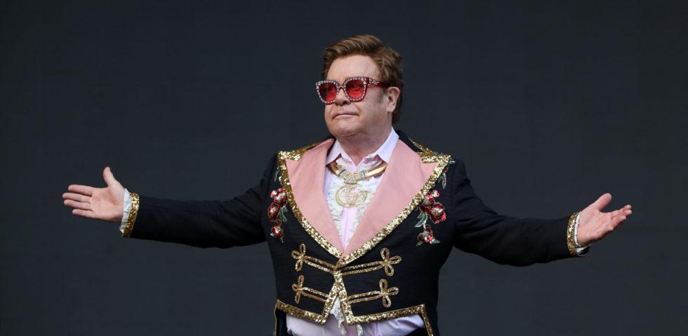 Elton John in autoisolamento nella sua lussuosa villa di LA