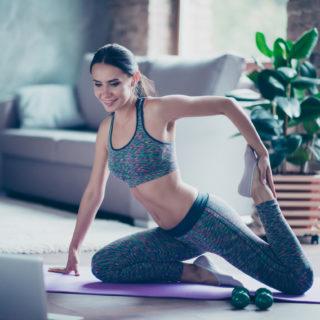 Abbigliamento fitness, cosa indossare per il workout a casa