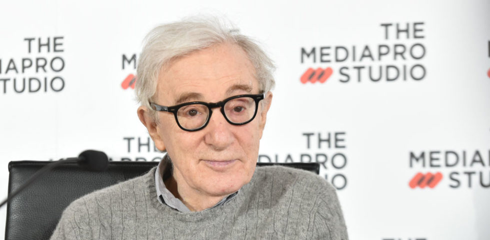 Woody Allen: nel suo libro accusa Mia Farrow, morbosamente attaccata a Ronan