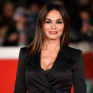 Maria Grazia Cucinotta: 52 anni di successi e sensualità