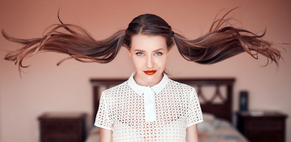 Come sistemare i capelli lunghi: acconciature facili e veloci