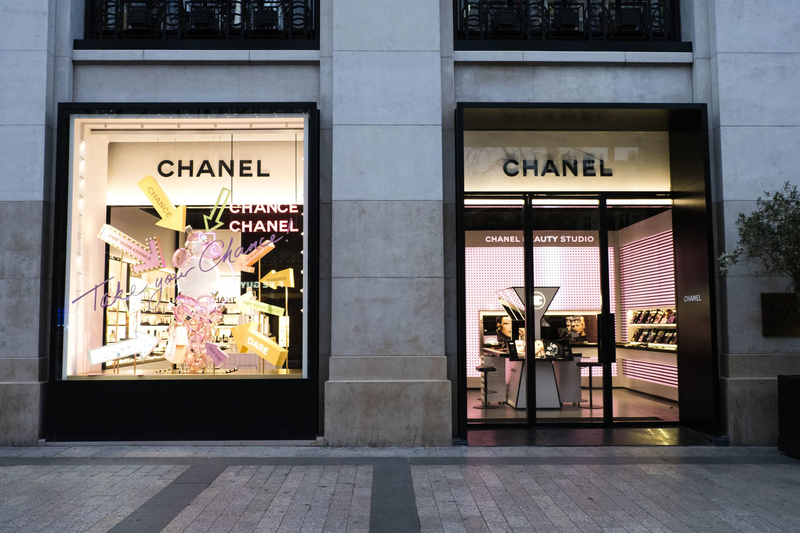 Coronavirus: Chanel garantisce stipendi pieni ai dipendenti a casa