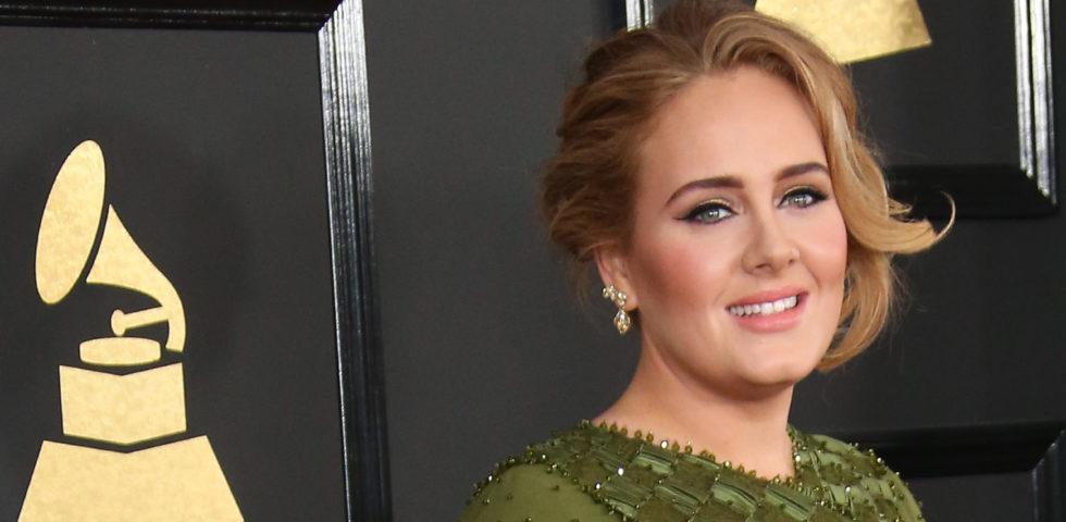 Adele magrissima nelle foto del compleanno grazie alla dieta Sirt