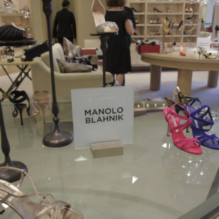 Manolo Blahnik: i bozzetti da colorare in quarantena