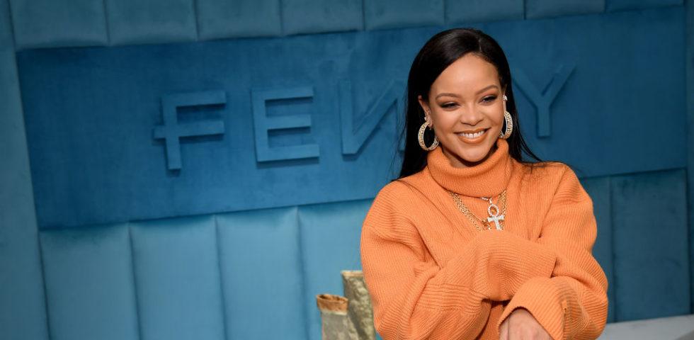 Rihanna spedisce un respiratore al padre malato di Coronavirus