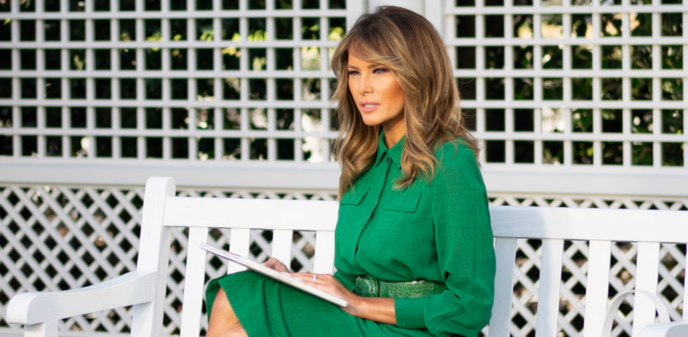 Melania Trump: outfit verde per leggere la favola di Pasqua