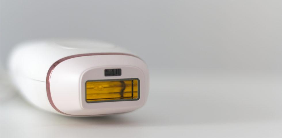 Epilazione a luce pulsata: come funziona, pro, contro e costi