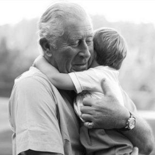 Principe Carlo: Louis ama i miei abbracci