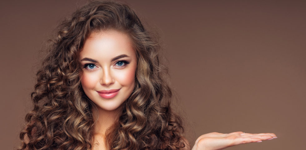 I migliori prodotti naturali per la cura dei capelli ricci