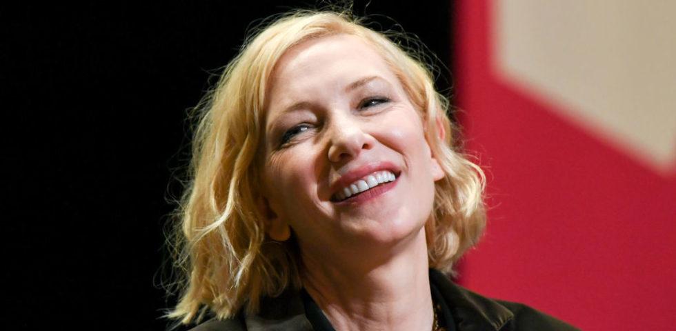 Cate Blanchett compie 51 anni: auguri all'attrice dai due premi Oscar