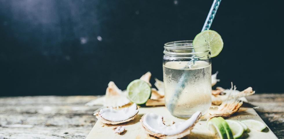 Acqua di cocco: benefici, calorie e come usarla per dimagrire
