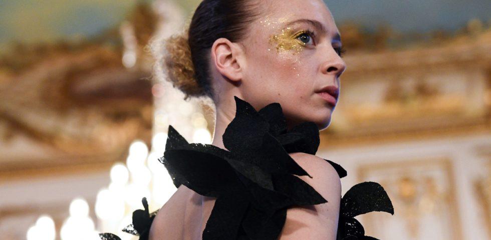 La settimana dell'Haute Couture di Parigi si svolgerà online