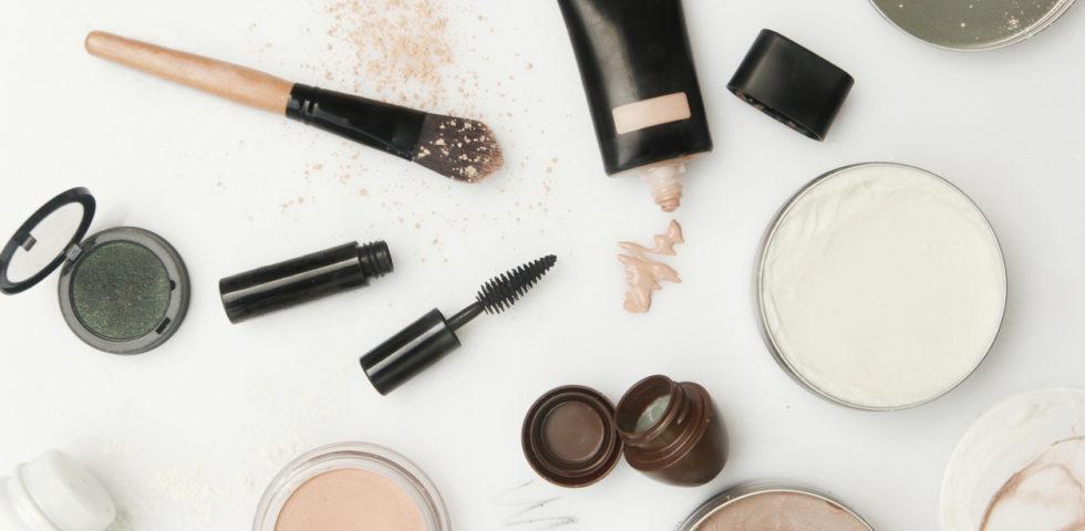 Base trucco: passaggi e prodotti per un pelle perfetta