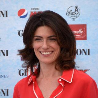 Anna Valle: 45 anni di successi e bellezza