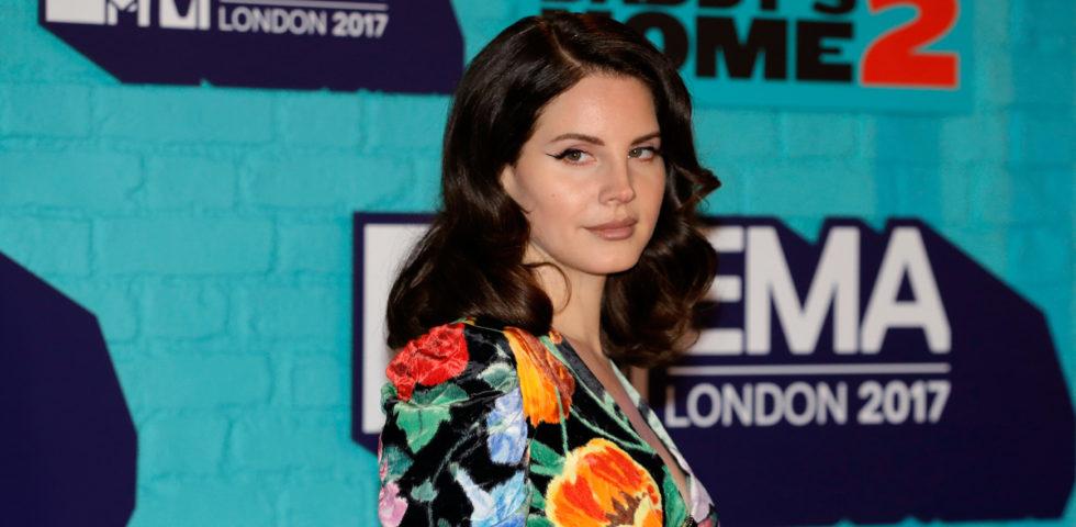 Lana Del Rey compie 35 anni: vita, polemiche e carriera della cantante