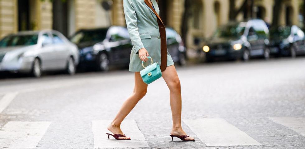 Infradito con tacco: come indossare la tendenza ugly-chic dell'estate