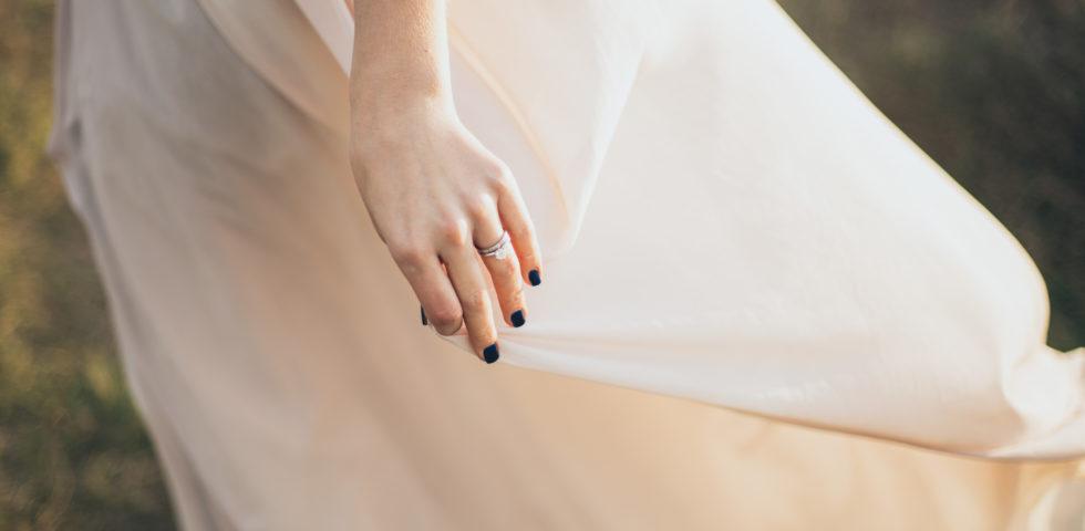 Manicure sposa: quando farla colorata e quali colori scegliere