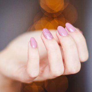Unghie scintillanti con la Nail Art glitter