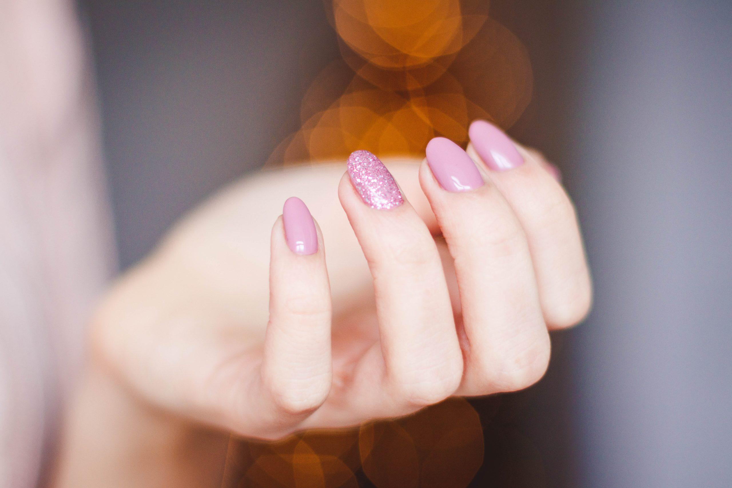 Nail Art glitter: come far brillare la manicure