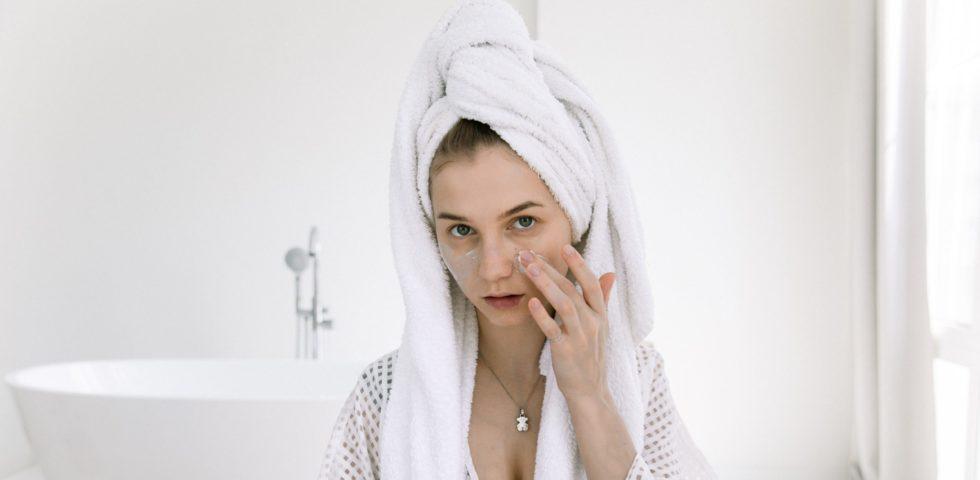 Crema schiarente viso: le migliori per combattere le macchie