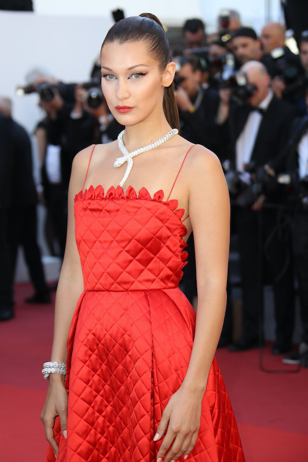 Bella Hadid in vestito rosso