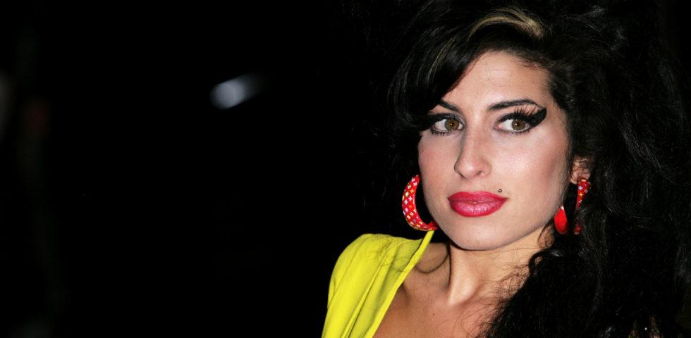 Amy Winehouse, musica, alcol e la tragica morte: il 23 luglio l'anniversario