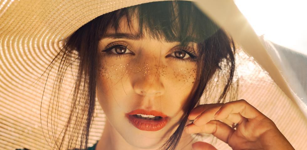 Macchie solari sulla pelle: prevenzione e rimedi