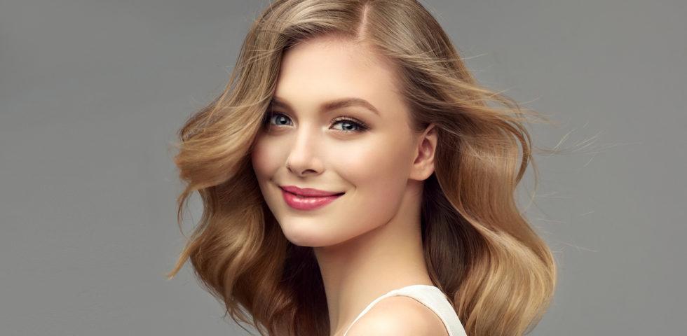Hair gloss: come fare il trattamento per capelli lucidi e brillanti