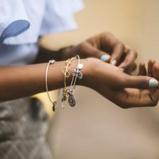 Come pulire i gioielli (senza rovinarli)