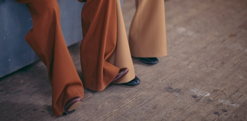 Pantaloni larghi: con quali scarpe si abbinano?