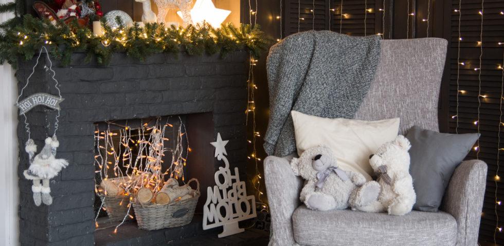 Addobbi natalizi per camini: idee (moderne e tradizionali)