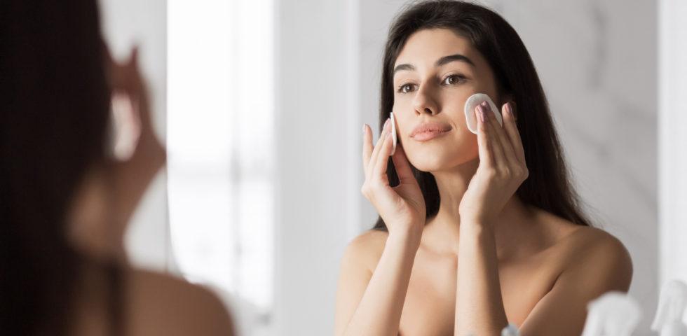 Pulizia del viso: come farla a casa con i prodotti giusti