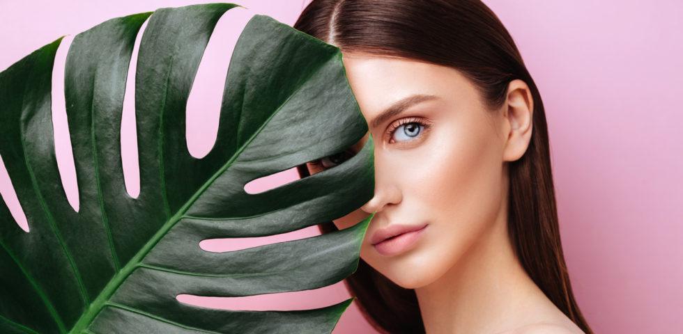 Come idratare (correttamente) la pelle con prodotti e rimedi naturali