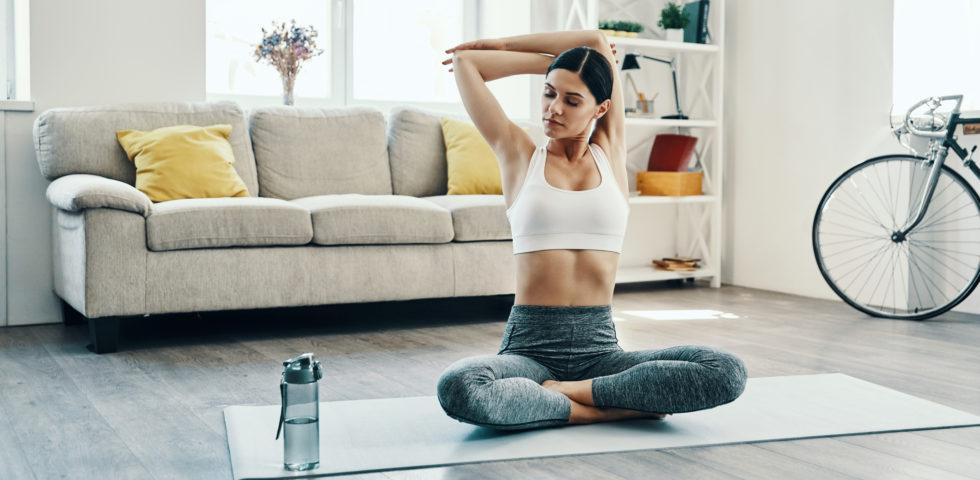 Stretching mattutino per risvegliare il corpo (e mente) con un pieno di energia