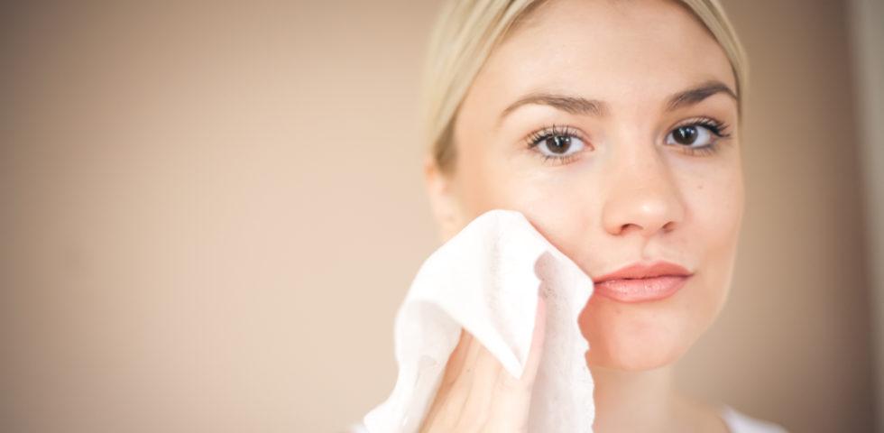 Salviette struccanti: perché fanno male alla pelle?